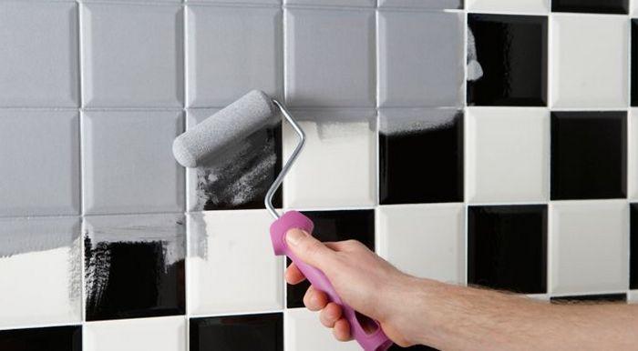 Envie de peindre les carreaux de votre salle de bain ? Les conseils