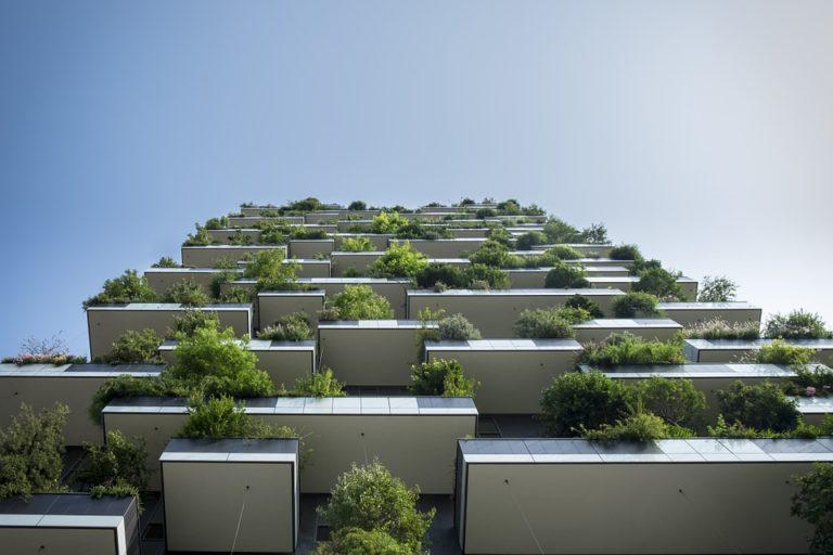 Comment assurer un aménagement de balcon étroit ?